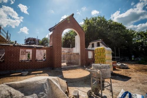 Entreprenør og murer arbejde udføres på villa i Heerup